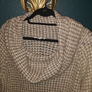 BB Dakota Sweaters - BB Dakota Sweater. Size small